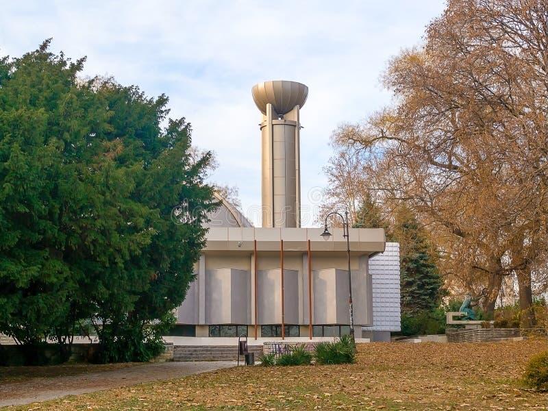 天文学观测所和天文馆'尼古拉・哥白尼的在瓦尔纳海庭院里  库存图片