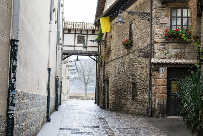 天桥在潘普洛纳老镇 免版税库存照片