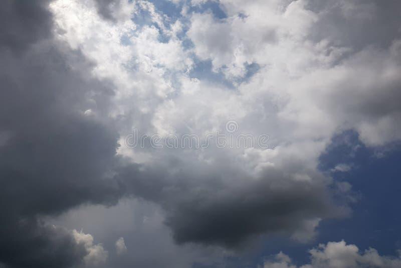天空丝毫云彩 免版税库存图片