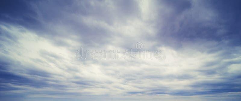 天空和云彩夏天全景 免版税库存图片