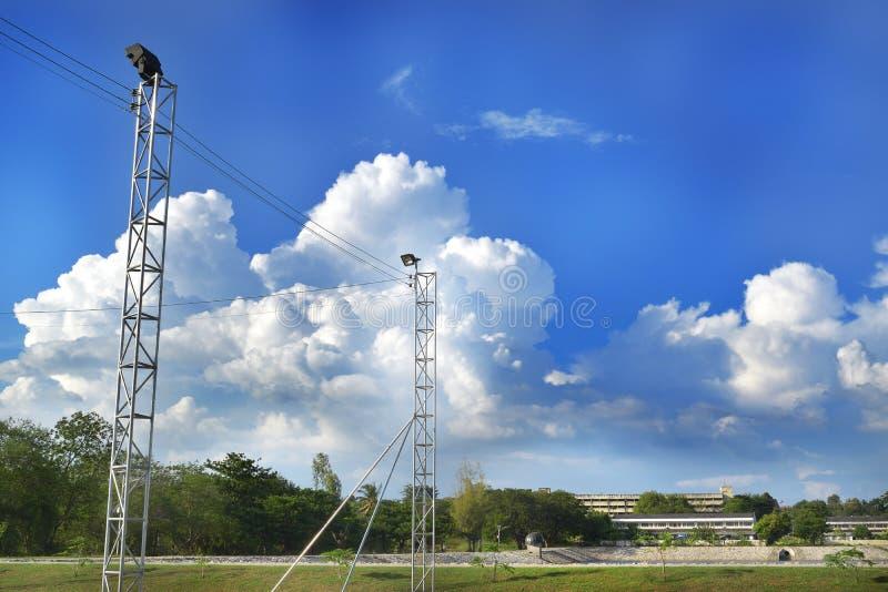 天空和地下的云 免版税图库摄影
