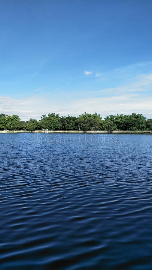 天空和河 库存照片