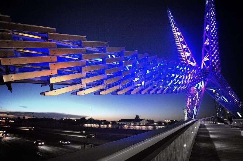 天空在俄克拉何马市的舞蹈桥梁 免版税库存图片