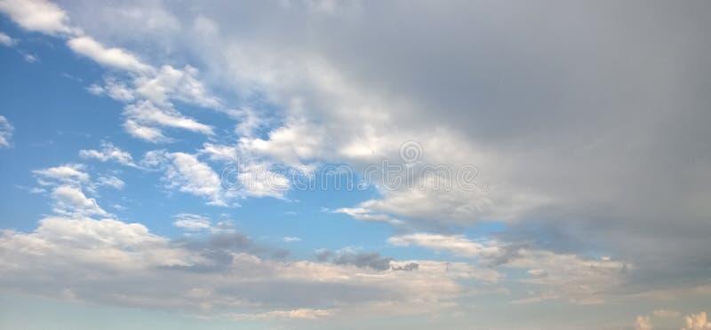 天空的精采秀丽在风暴以后的分钟 免版税图库摄影