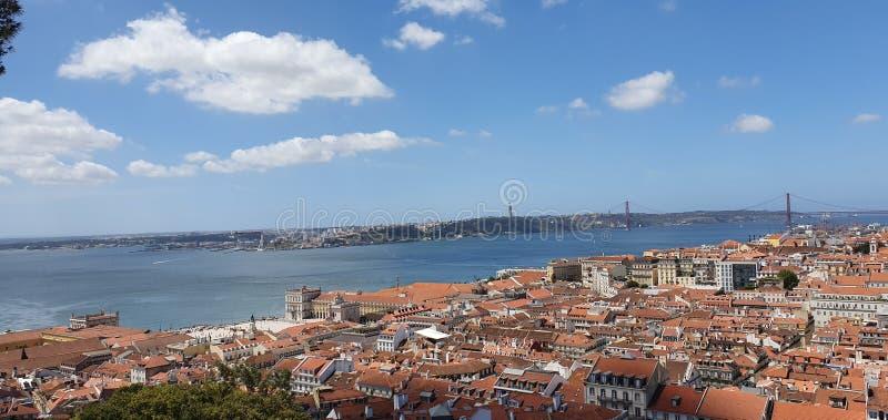 天空线里斯本葡萄牙 图库摄影