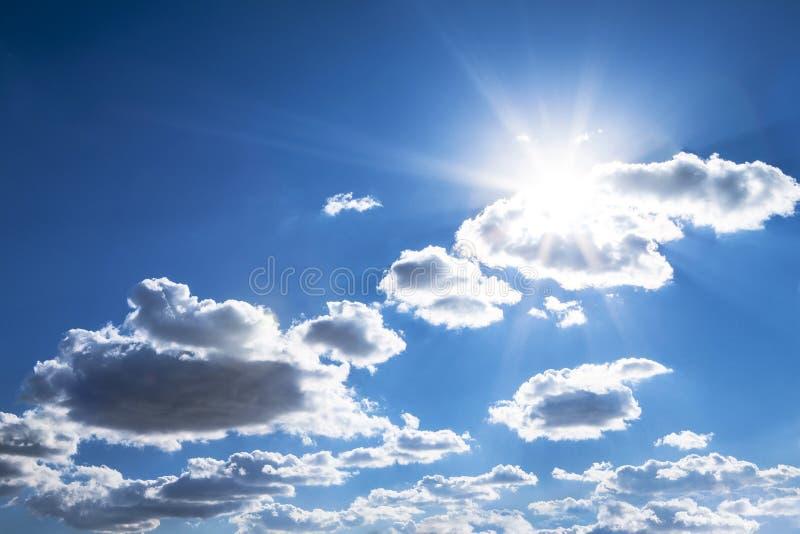 天空蔚蓝发光的太阳 库存照片