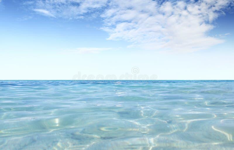 天空蔚蓝在有阳光反射的,空的背景拷贝空间风平浪静覆盖阳光 库存图片