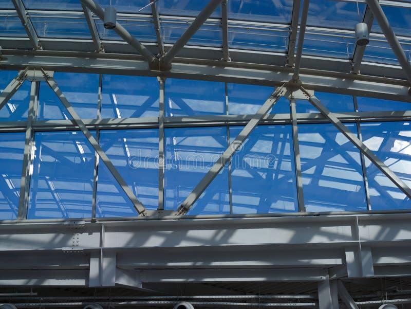 天空通过玻璃屋顶 免版税库存照片