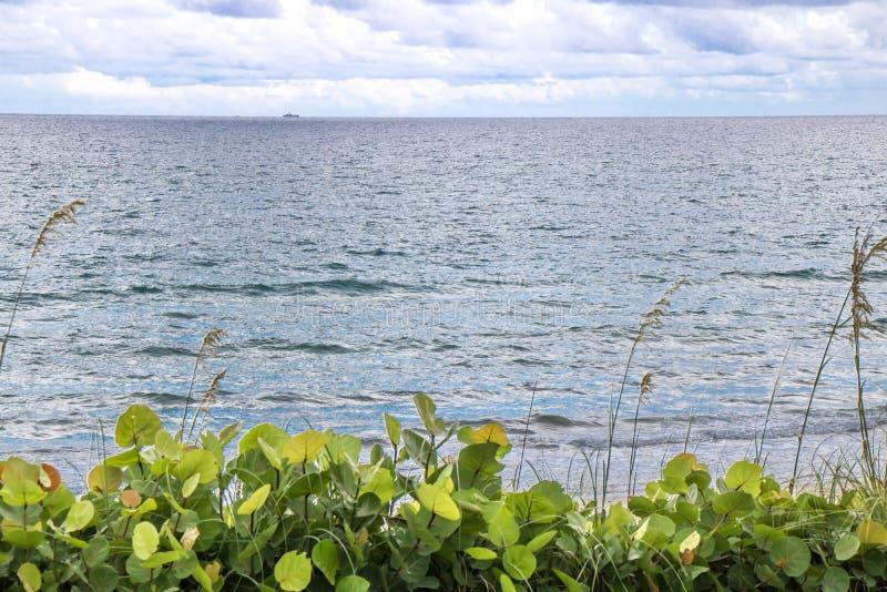 天空,海,土地 库存图片