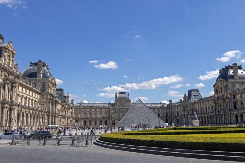 天窗或者罗浮宫,world's最大的美术馆和历史的纪念碑在巴黎,法国 免版税图库摄影