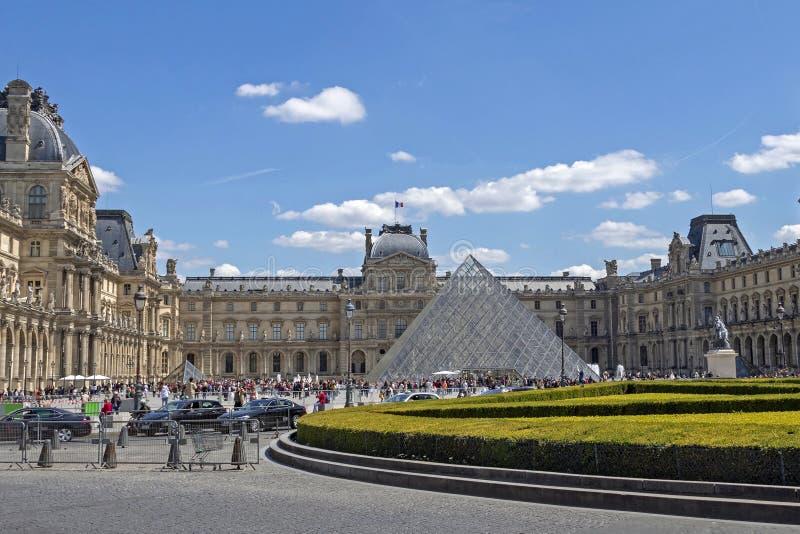 天窗或者罗浮宫,world's最大的美术馆和历史的纪念碑在巴黎,法国 免版税库存图片