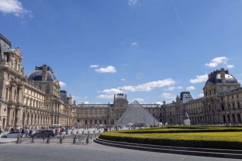 天窗或者罗浮宫,world's最大的美术馆和历史的纪念碑在巴黎,法国 库存图片