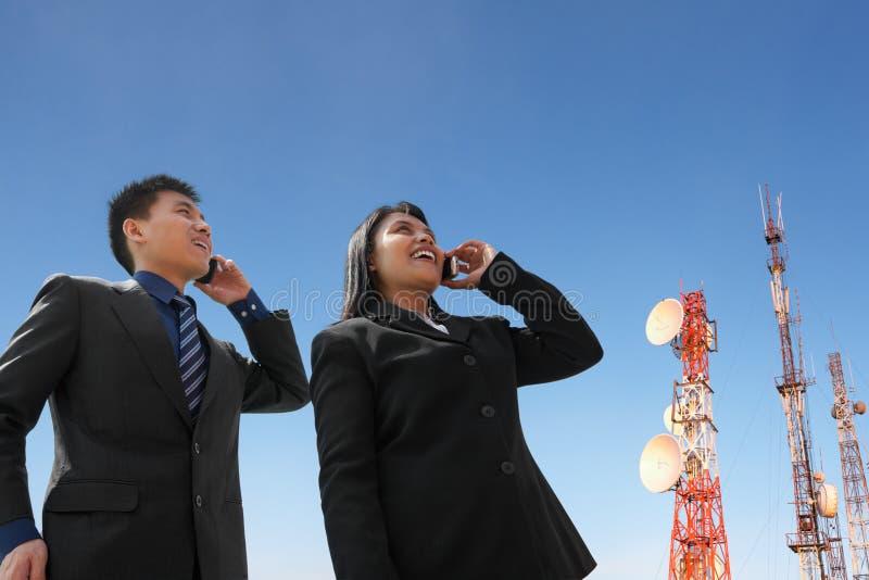 天线亚洲商人电话 免版税库存图片