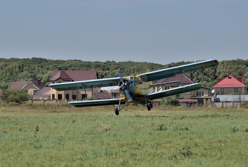 天航空队 An-2示范飞行  库存图片