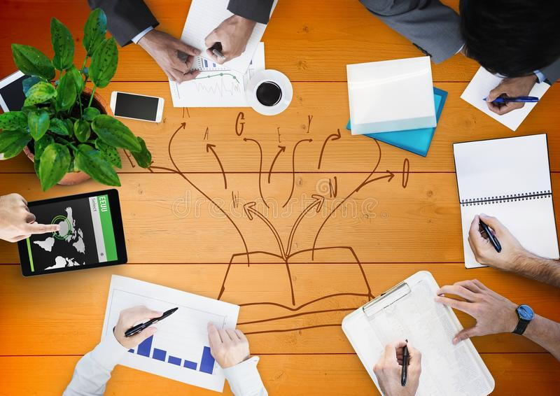 天花板与橙色木盘区的企业队和书乱画 免版税库存照片