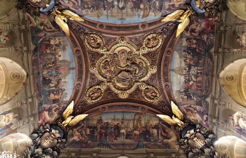 天花板装饰在罗浮宫,巴黎,法国 免版税库存照片