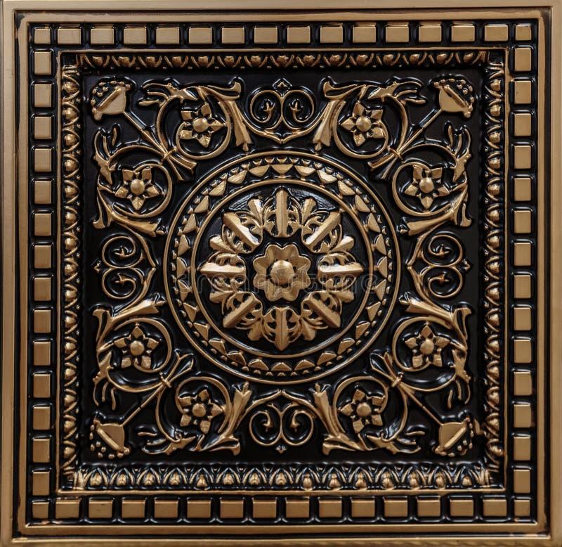 天花板装饰瓦片惊人的特写镜头视图,盘区背景 免版税库存照片