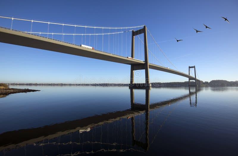 天蓝色丹麦吊桥 免版税库存照片