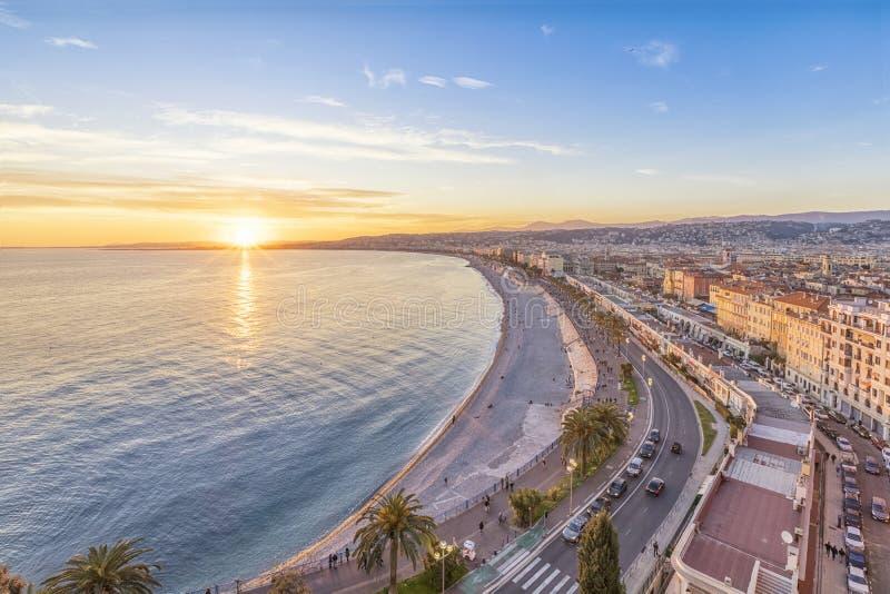 天蓝色海岸在日落的在尼斯,法国 免版税库存图片