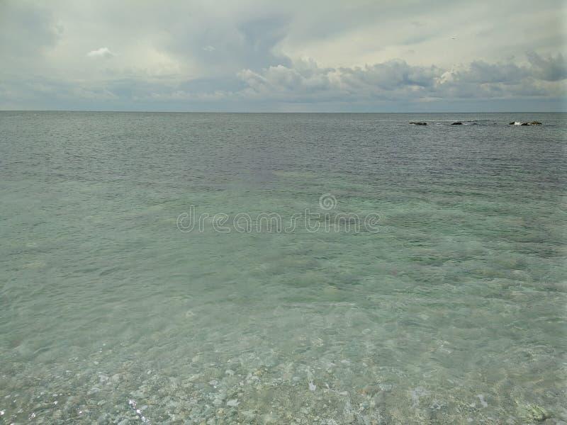 天蓝色的海在塞瓦斯托波尔 免版税库存图片