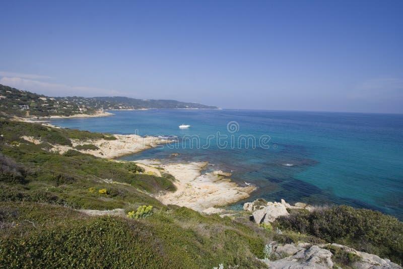天蓝色的海洋全景 库存照片