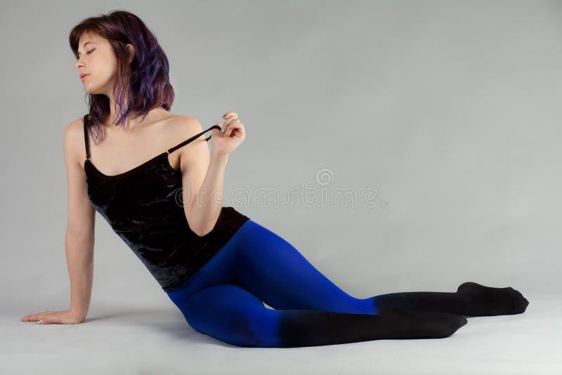 天鹅绒上面和Ombre长袜的妇女 免版税库存图片