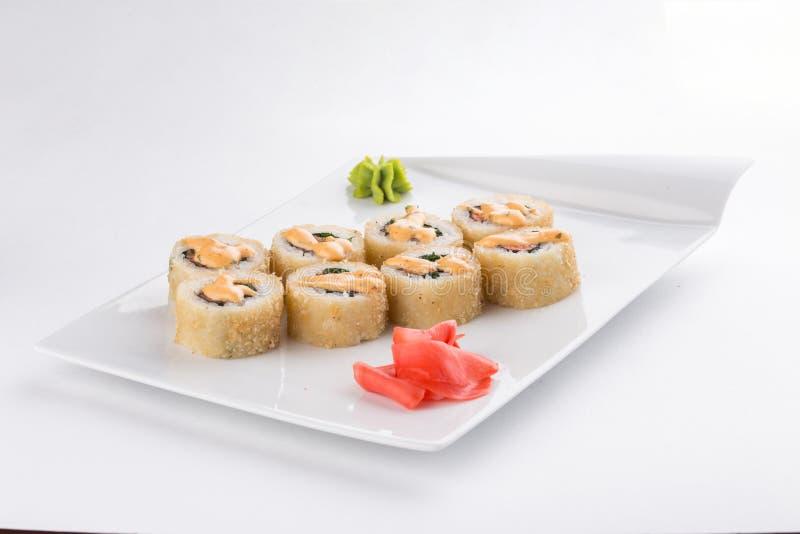 天麸罗寿司maki卷用虾、鲕梨和马约角在白色背景隔绝的上面 图库摄影
