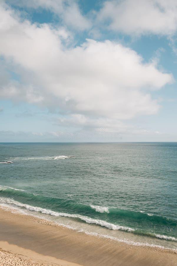 太平洋的看法金银岛海滩的,在新港海滨,橙县,加利福尼亚 库存图片
