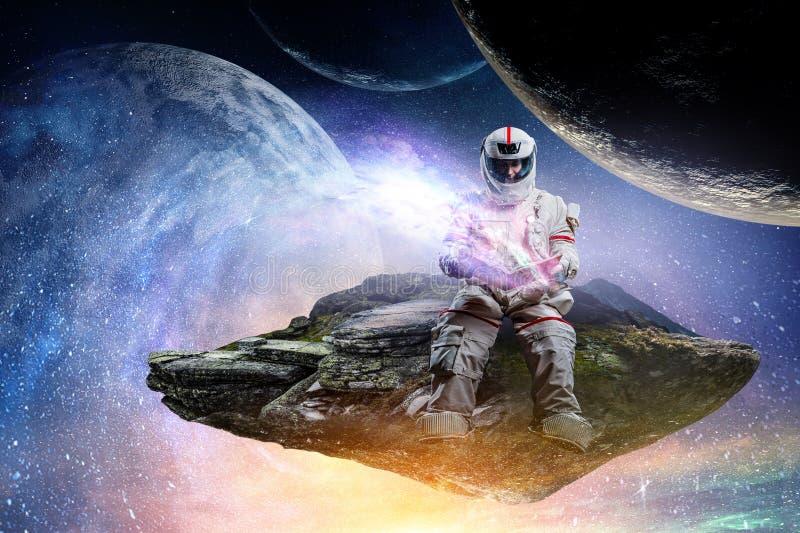 太空人和行星地球抽象题材 免版税图库摄影