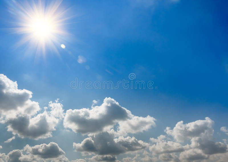 太阳上升和云彩 免版税库存照片