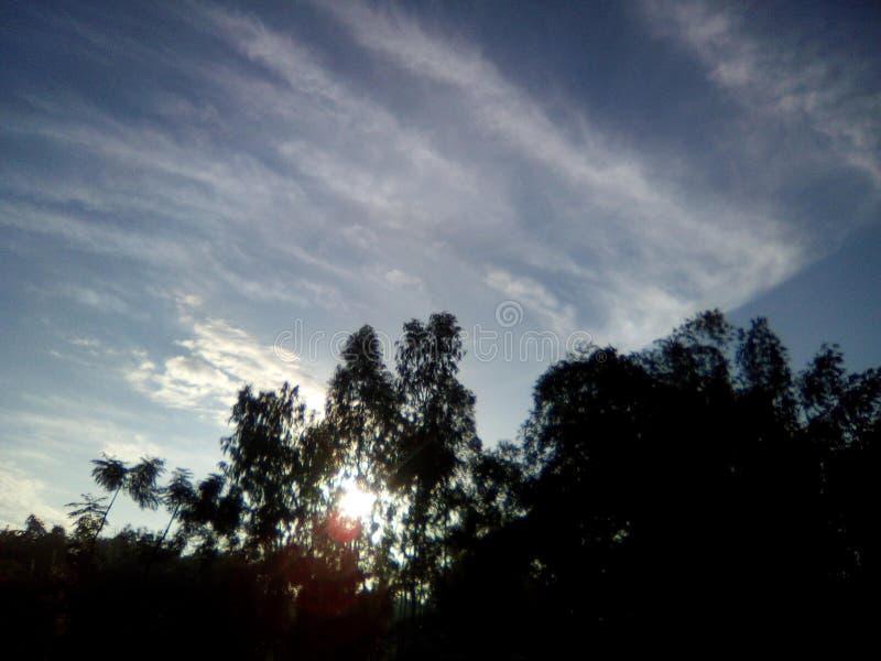 太阳上升 免版税库存照片