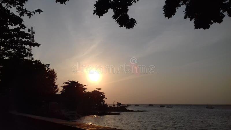 太阳上升 免版税库存图片