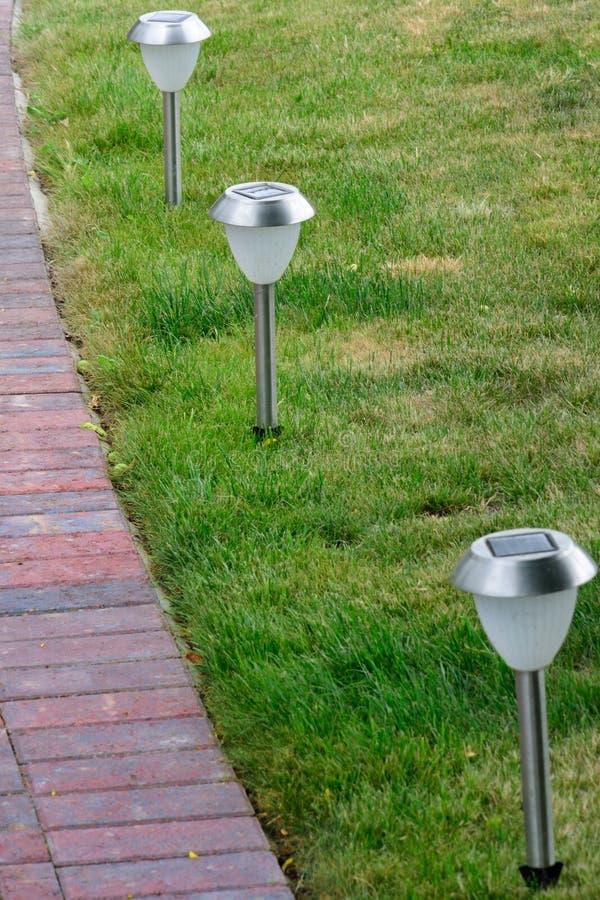 太阳供给动力的草坪光 免版税库存图片