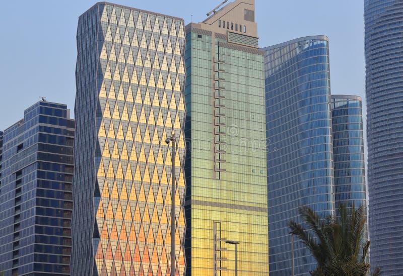 太阳光的反射在修造的玻璃的 免版税库存照片