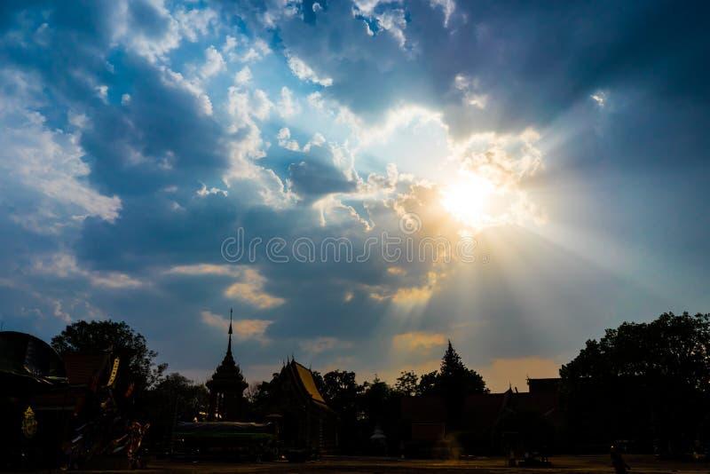 太阳光,在太阳落下前 库存图片