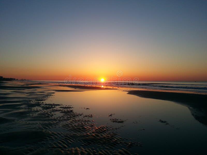 太阳升起在惊人的秀丽的Horison 免版税库存图片