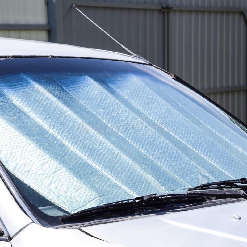 太阳反射器挡风玻璃 汽车盘区的保护免受direc 库存图片