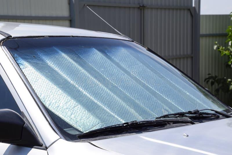 太阳反射器挡风玻璃 汽车盘区的保护免受直接阳光 图库摄影