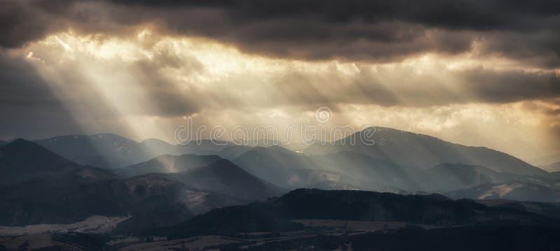 太阳发出光线云彩 图库摄影