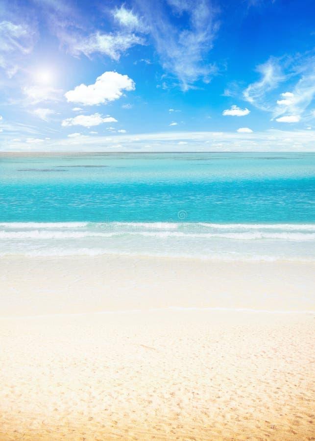 太阳和海岛海滩 库存照片