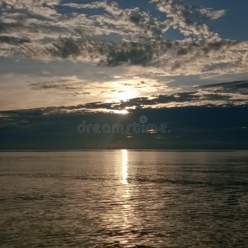 太阳和海洋在早晨 库存照片