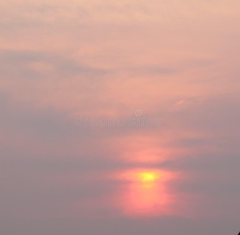 太阳和烟 库存照片