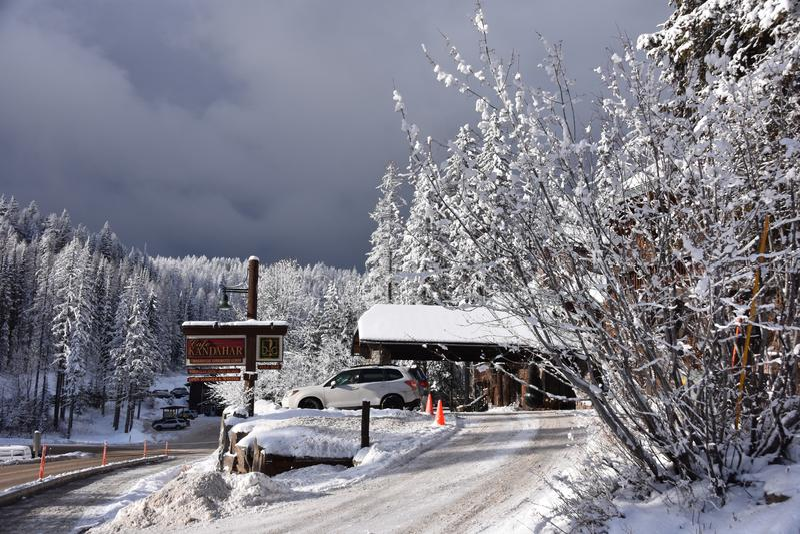太阳在一斯诺伊白鲑山区度假村滑雪天,K打破 图库摄影