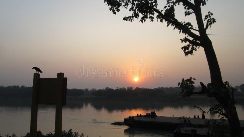 太阳在Bhagirathi设置了 库存照片