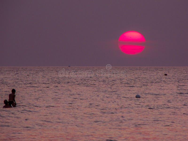 太阳或土星? 免版税库存图片