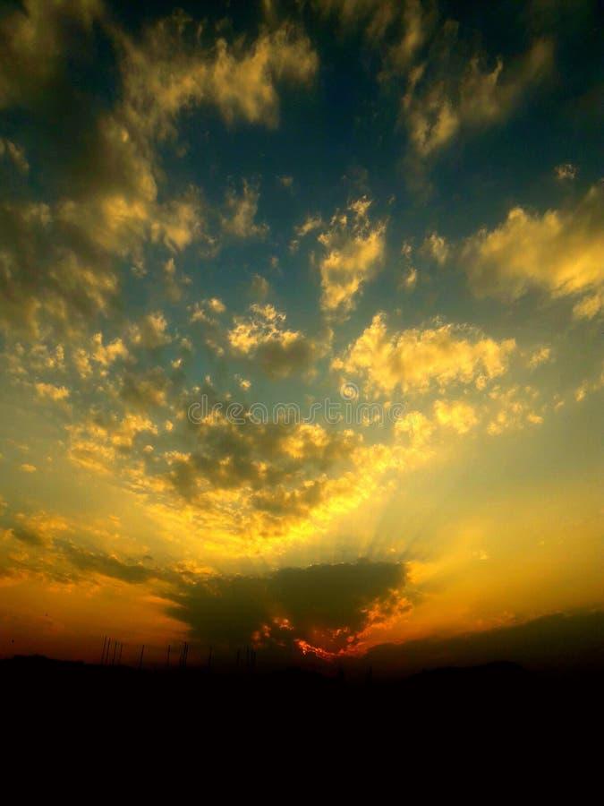 太阳由云彩包括 图库摄影
