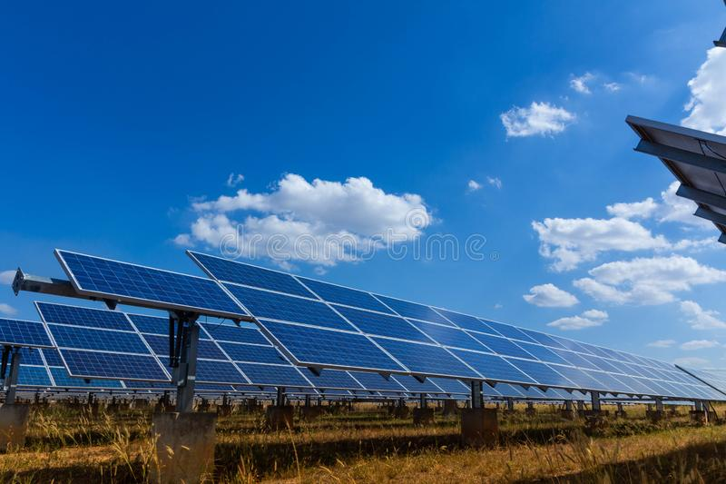 太阳电池板、供选择的电能承受的资源的来源,概念和这是可能引起的一个新的系统 免版税库存照片