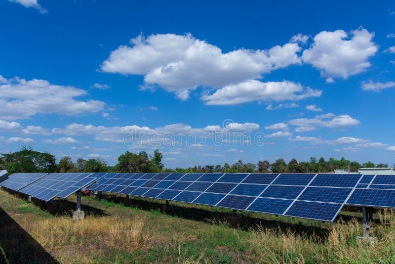 太阳电池板、供选择的电能承受的资源的来源,概念和这是可能引起的一个新的系统 免版税库存图片