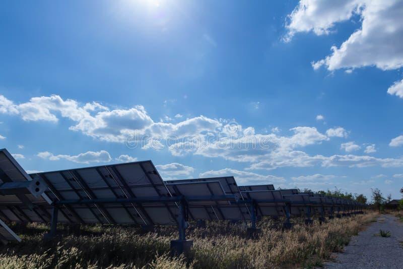 太阳电池板、供选择的电能承受的资源的来源,概念和这是可能引起的一个新的系统 免版税图库摄影