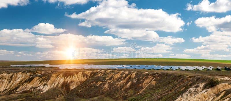太阳电池板全景,photovoltaics,供选择的电来源-能承受的资源的概念 免版税库存照片